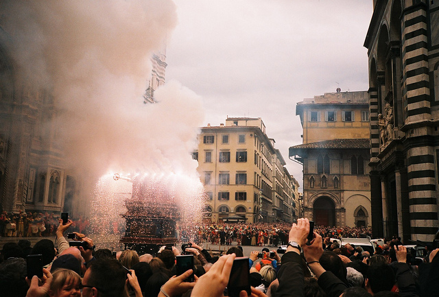 Scioppio del Carro in Florence. By Monica Kelly. https://www.flickr.com/photos/melancholypear/4527974099/in/photostream/